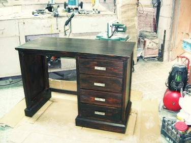 Escritorio de pino, restauración de muebles