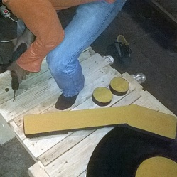 Dj Stand, construcción en madera, taladro