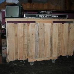 Dj Stand, construcción en madera, reciclaje, reutilización