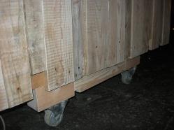 Dj Stand, construcción en madera, mueble con ruedas