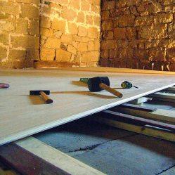 Trabajos en madera, colocación de suelo de madera