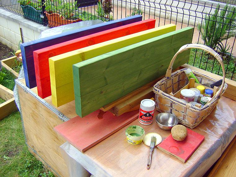 pino-tenido-colores | El Pájaro Carpintero