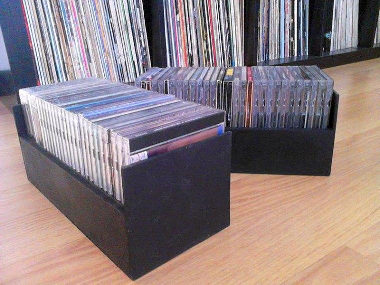 Construcción en madera de cajas para cd de música