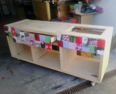 Construcción de mueble, aparador de madera con cajones